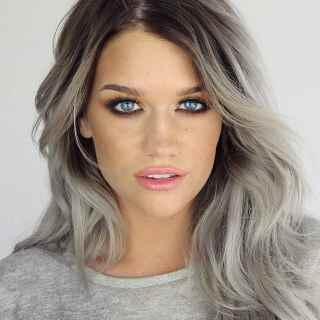 capelli-colorati-grigi-lunghi