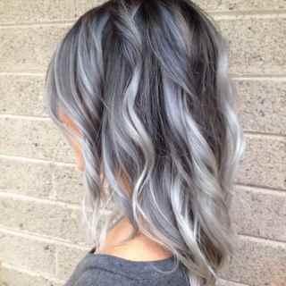 capelli-colorati-grigio-chiaro-ombre