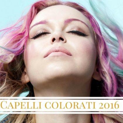 Capelli colorati viola, grigio e blu: la nuova moda è multicolor!