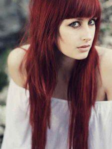 capelli ramati con frangia corta