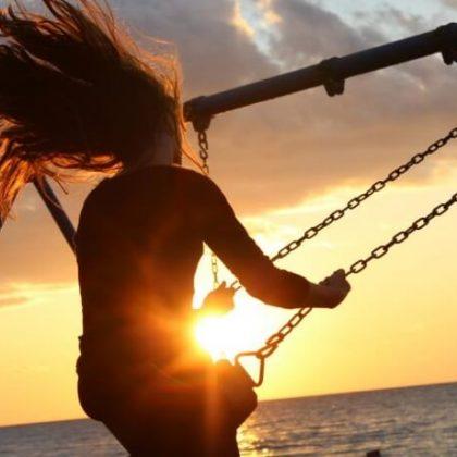 Sunset Blonde: capelli rosso rame ispirati al tramonto