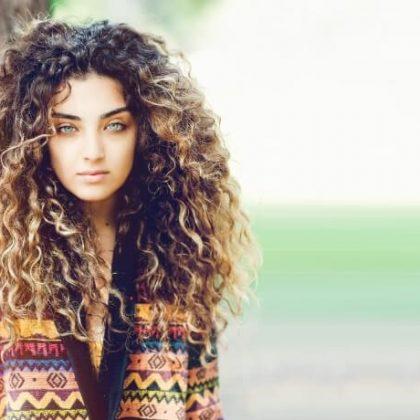Capelli ricci vs. lisci: differenze e tagli adatti alla chioma curly