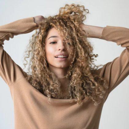 Come ridurre il volume dei capelli