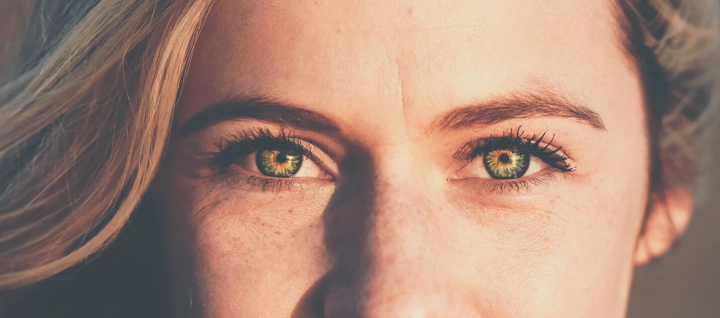 occhio verde marrone