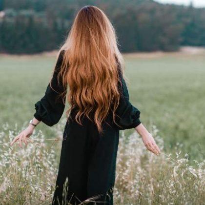 Rosso d'autunno: il Midlight Red è la nuova tendenza colore capelli